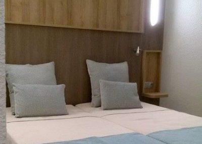 Roba de llit per habitació d'hotel.